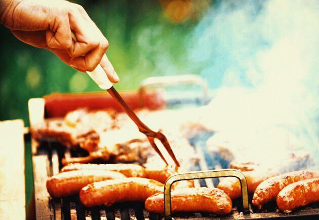 Vill du ha öppna landskap, låg klimatpåverkan och god djuromsorg ska du lägga svenskt kött på grillen i sommar.