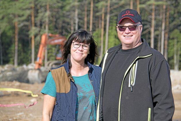 Anette och Per Henningsson satsar 25 miljoner kronor på ett stall för kycklingar på 6000 kvadratmeter.