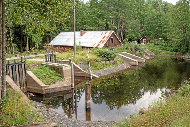 Under medeltiden började människor utnyttja vattenkraften i Alsterån. På 1800-talet användes den till de nya industrier som växte fram för att en bit in på 1900-talet övergick vattenkraften till att producera elström.