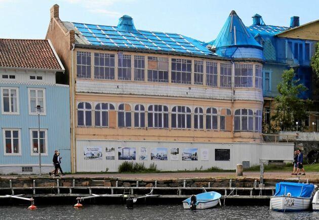 Det anrika hotellet i Marstrand hotas av rivning. Svenska Byggnadsvårdsföreningen anser att det vanvårdats av kommunen.