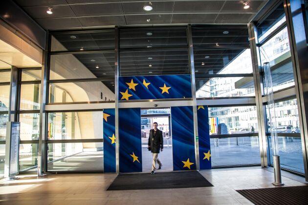 Klimatstudien göms medvetet bakom EU-kommissionens slutna dörrar, hävdar WWF.