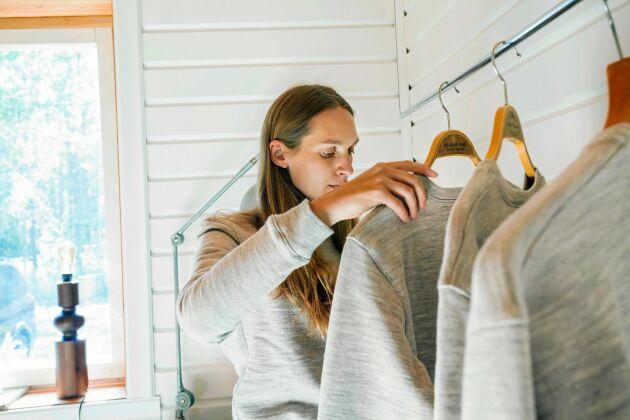 Lisa bytte livet som modeskapare i Europa mot att skapa en egen, hållbar kollektion i Sverige.
