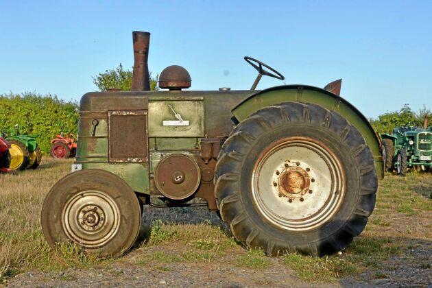 102 000 kr, Field Marshall Series III T17 1949, Ovanlig och eftertraktad traktor i fint orenoverat skick med fantastisk patina. Encylindrig tändkulemotor på nästan sex liter. Skjuts igång med startpatron.