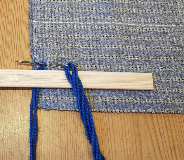 Börja från början med tråden runt kaveln.