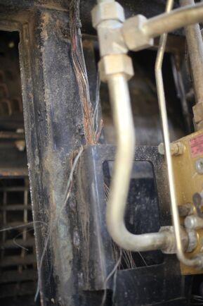Branden började av en kortslutning i en kabelstam i tröskan.