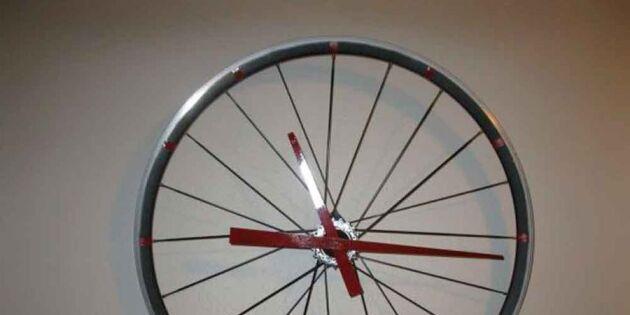 Urkul däck-klocka av ett gammalt cykelhjul