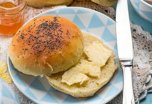 Filmjölksfrallorna är supergoda med smör och marmelad, eller stark ost.