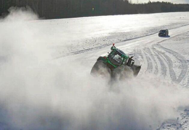Under ett av rekordförsöken inträffar en otäck incident där traktorn får sladd.