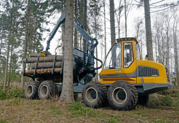 Sampo FR48 körs av Handens Skog AB i stormskogen på Blidö.