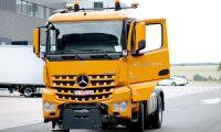 Självkörande lastbil från Mercedes-Benz besöker mässa