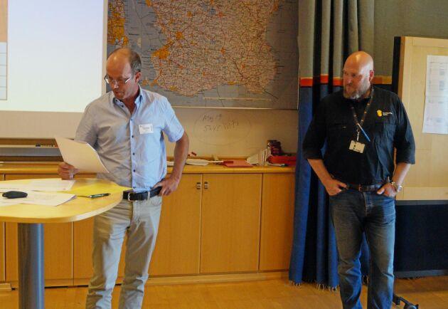 Grisföretagaren Håkan Tufvesson och länsveterinären Leif Felton