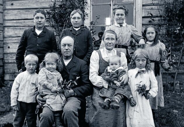 Familjen Bergman i Tresund, Vilhelmina, fotograferad 1910 av Erik Nordvall.