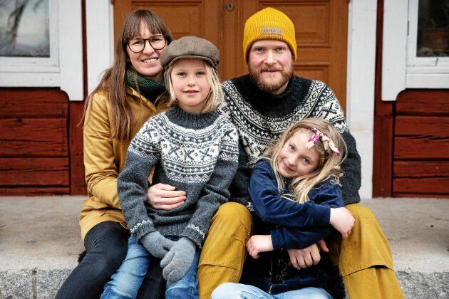 Karin Marnefeldt och Christofer Urby med barnen Gunnar och Greta.