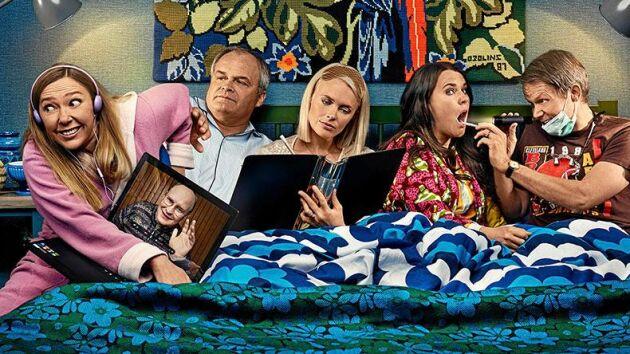 """Säsong 6 av komediserien """"Solsidan"""" – en helt ny säsong av succéserien – sänds på TV4 hösten 2019."""