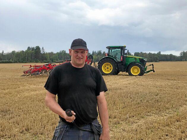 Mattias Franzon fick upp ögonen för behovet av en programmerbar Isobuskontakt som kopplas in på traktorn när han köpte en ny kultivator utan inbyggd elektronik.
