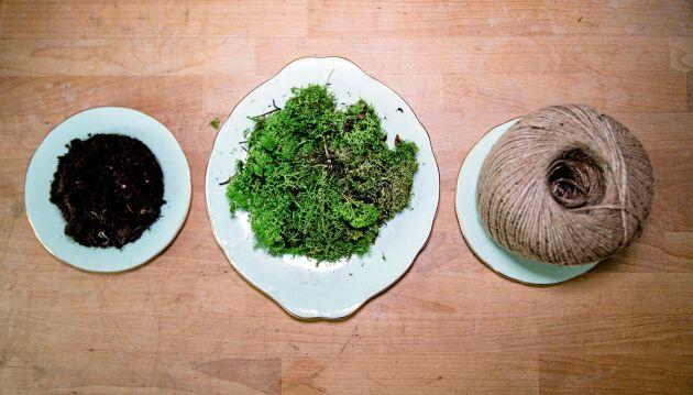 Plantjord, mossa från gräsmattan och snöre. Leken kan börja.