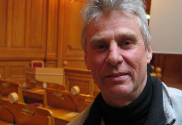 Olof Liberg, viltdocent på Grimsta forskningsstation, har kommit fram att det är ökad illegal jakt som ligger bakom de senaste årens nedgång i den svenska vargpopulationen.
