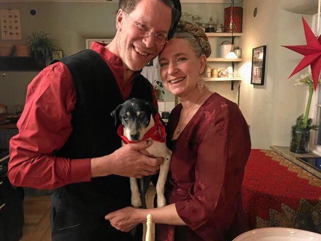 Julmysigt hemma på gården när Gustav och Marie välkomnar grannar och familj.