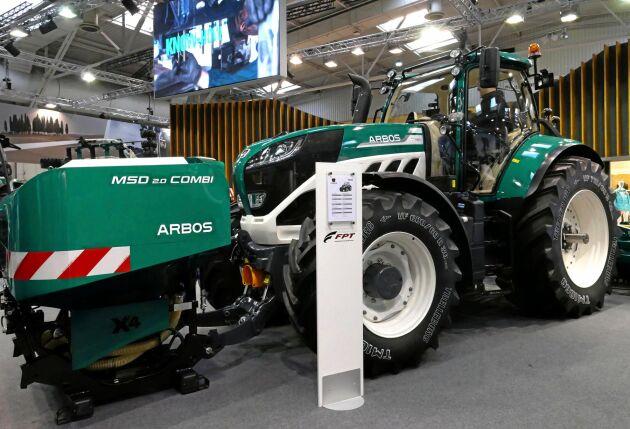 Den första traktorn från italienska Arbos kom redan på 1920-talet, då under namnet Bubba. 1964 köptes företaget av amerikanska White men kom tillbaka i italiensk ägo drygt 10 år senare. 1994 lades produktionen ned. I dag är Arbos en del av kinesiska Lovol men med tillverkning i Italien. På Agritechnica 2017 presenterades ett helt nytt produktprogram med traktorer och redskap. Arbos 7260 är den största modellen.