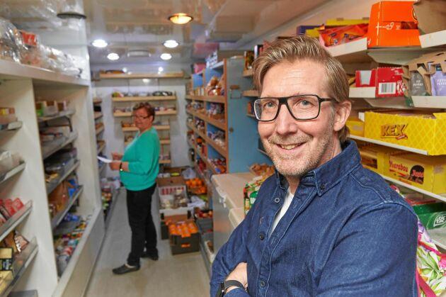 Magnus Svensson älskar sitt jobb trots tunga lyft och många arbetstimmar.