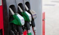 Bensinpriset nu under 16 kronor/litern
