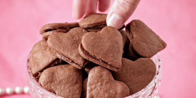 Små dubbla chokladhjärtan med krämig fyllning