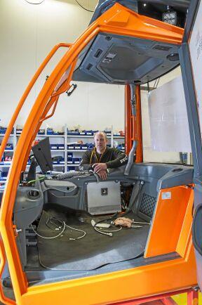 Jan Olof Wiklund och tre kollegor har tagit över produktionen av skördaren Profi 54, efter att det finskaföretaget gick i konkurs förra året. I maj ska den första finnas till försäljning.