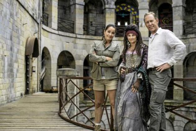 """Långköraren """"Fångarna på fortet"""" i TV4 har i år en ny Madame Fouras spelad av Suzanne Reuter."""