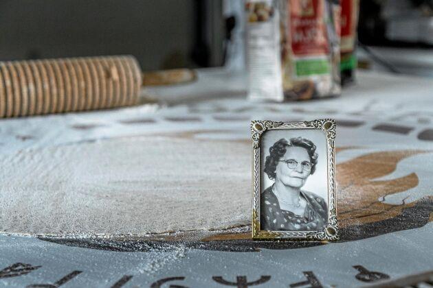 Annikas farmor Lagda Vikström lärde henne baka och minnet finns med i bageriet.