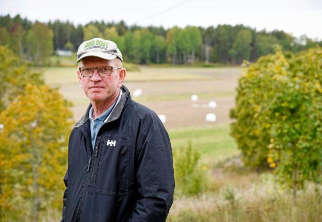 Lantbrukaren Mats Collberg på Adelsö i Mälaren räknar med att ha gått miste om uppemot 85000 kronor i minskad skörd av korn och vete i år, på grund av vildsvinsskador.