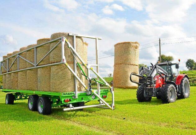 Flera tillverkare däribland Joskin, Metsjö och Bala Agri, erbjuder i dag hydrauliska grindar på sina balvagnar.
