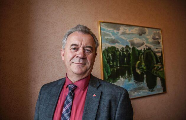 Sven-Erik Bucht vill använda den norska modellen med bland annat avskrivningar av studieskulder till den som tar jobb på landsbygden.