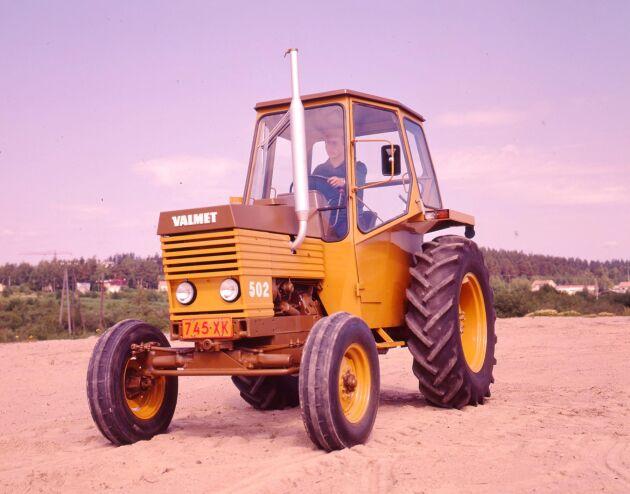 Finska Valmet satsade tidigt på att få in betydelsen av en bättre ergonomi när de utvecklade nya modeller. Modellen 502 var en lättkörd traktor enligt reklamen.