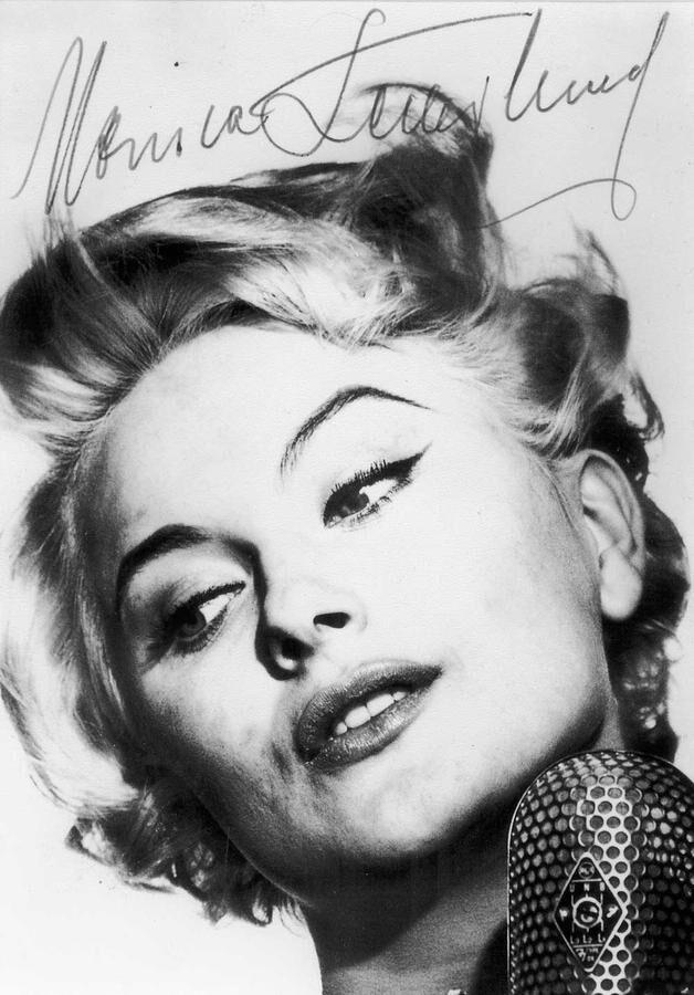 Monica Zetterlunds första idolkort med originalautograf från slutet av 1950-talet.