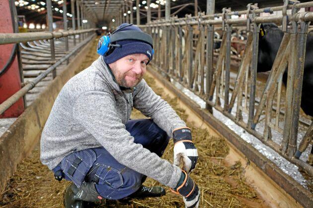 Mjölkbonden Peter Nilsson driver Nöbbelövs gård i fjärde generationen.