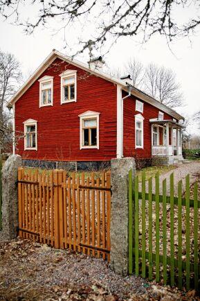 Det timrade boningshuset var ett av byn Bollungens två första hus.