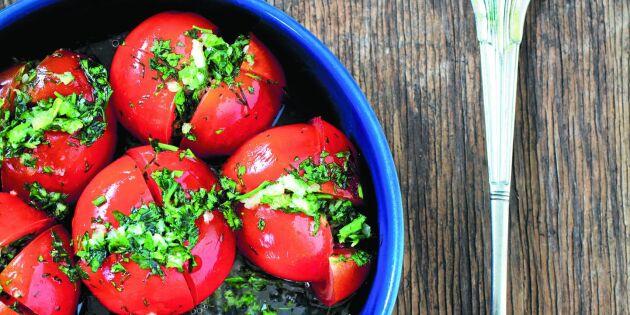 Fermenterade tomater med ört- och lökfyllning