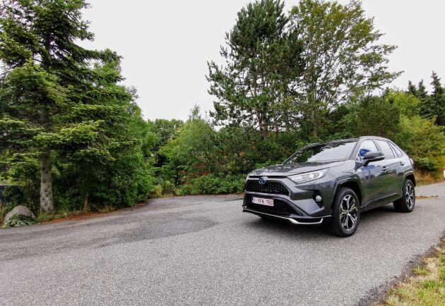 Laddhybriden från Toyota kombinerar det oslagbara – både fyrhjulsdrift och extremt låg förbrukning.