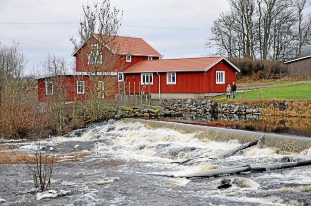EU-kommissionen har bland annat haft synpunkter på hur vattenkraftverk, som detta småskaliga vid Lidan i västgötska Tråvad, prövas.