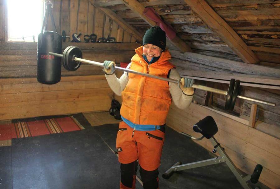 Ida har inrett ett egen gym i en bod på gården. Foto: Caroline Petersson