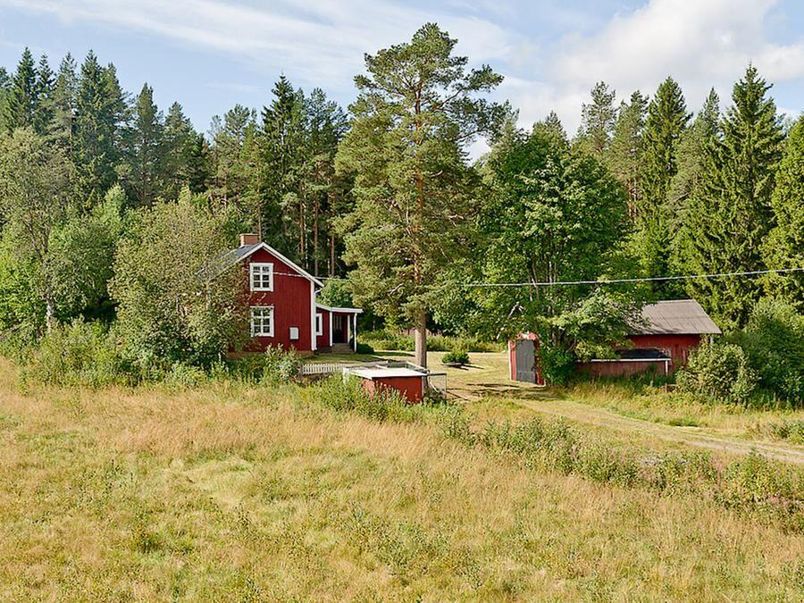 Gården erbjuder ett fridfullt boende med låga kostnader.