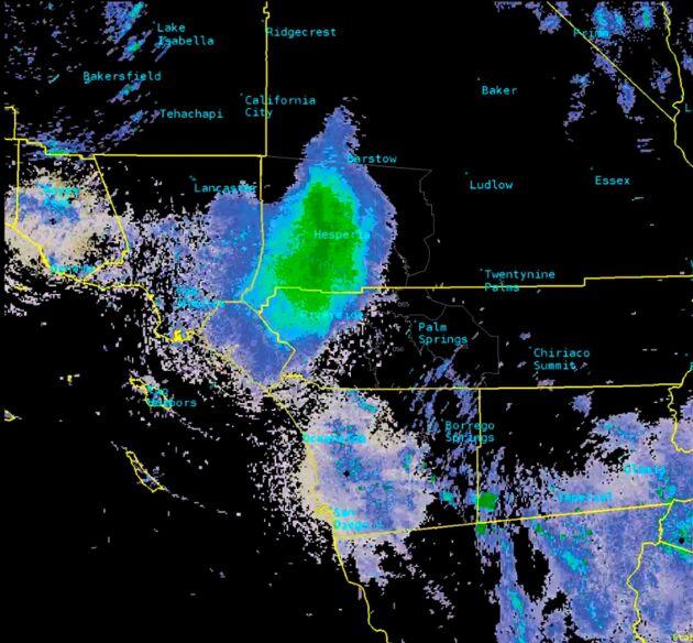 Svärmen syns som en stor böljande massa på satellitbilderna.