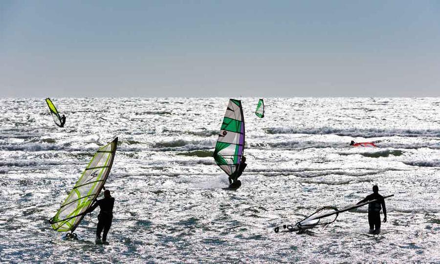 Till Varberg är det många som åker för att surfa.