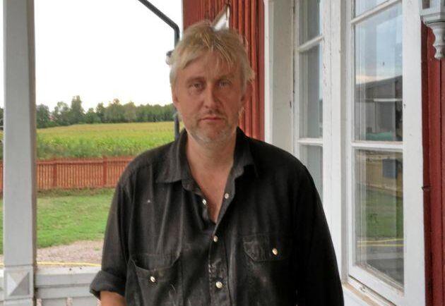 Claes Jonsson, mjölkbonde i Tibro och vice ordförande i Sveriges mjölkbönder, sågar planerna på mjölkfritt.