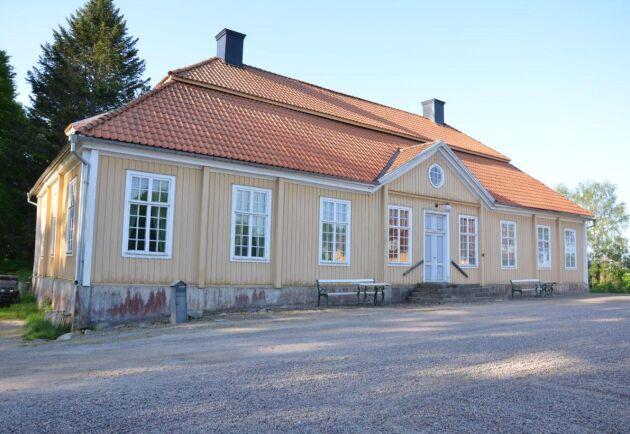 Huvudbyggnaden på Engelholms säteri är från början av 1700-talet. Men godset bildades redan i början av 1600-talet.