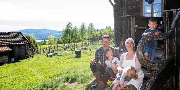 De lever gammeldags fäbodliv - med tre små barn!