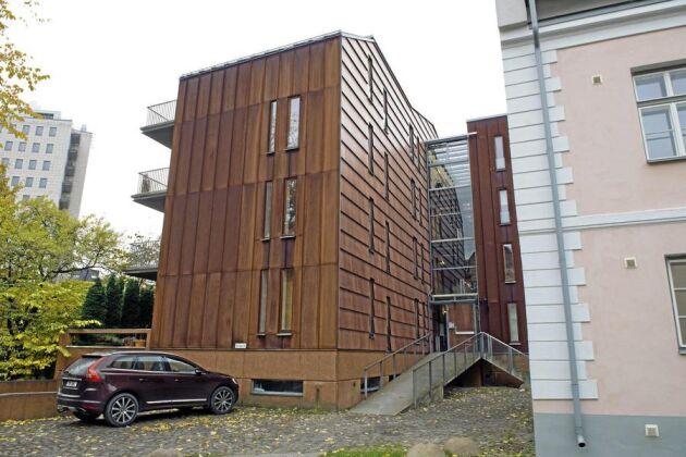 FIN FASAD. I ett lyxigt kontorshus i Tallinn huserar bolaget Nummerupplysningen som lurat företagare i Sverige på närmare 60 miljoner kronor under de tre år som ATL kunnat kontrollera.