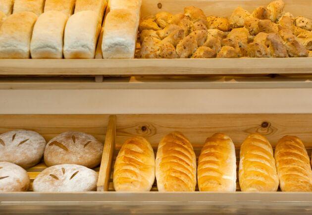 Överblivet bröd är en av de produkter som blir till djurforder i dag. Nu vill Jordbruksverket göra det möjligt att fler resurser ska gå att ta till vara.