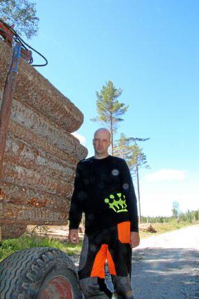 Den 2 juli i år förbjöds heltidsskogsbrukaren Anders Göransson att avverka tio hektar granskog på sin fastighet i Vallsta, Hälsingland. Nu tvingas han söka nytt jobb.