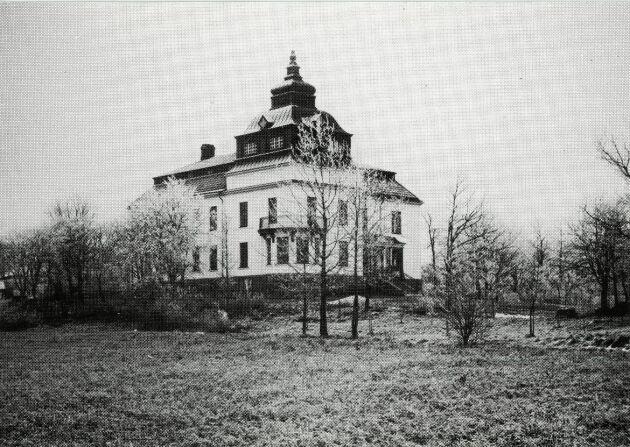 Familjens ståtliga Villa Fannalund i Enköping stod färdig 1905.